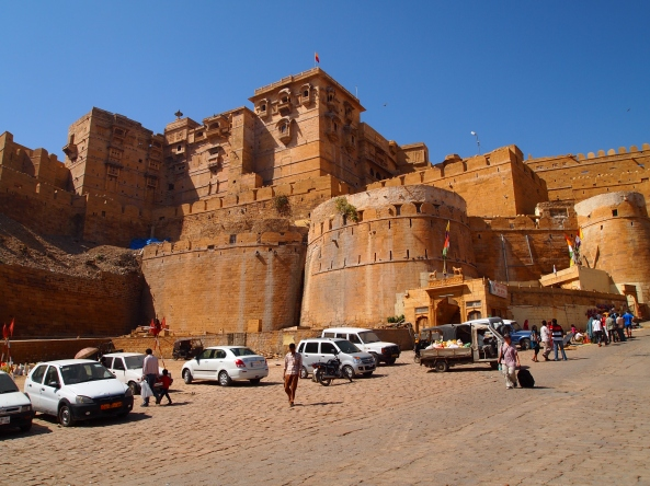 walking up to Jaisalmer Fort