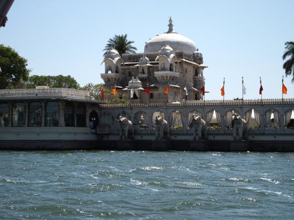 Approaching Jagmandir Island