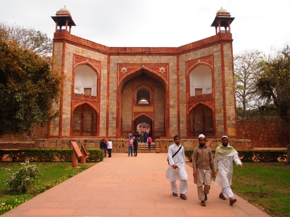 the entrance to humayun's tomb