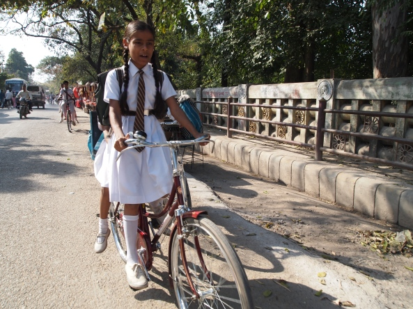 schoolgirls outside of Mulagandhakuti Vihara