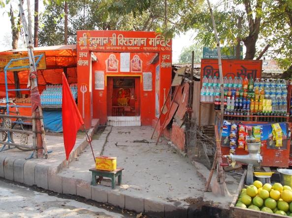 the street outside Mulagandhakuti Vihara