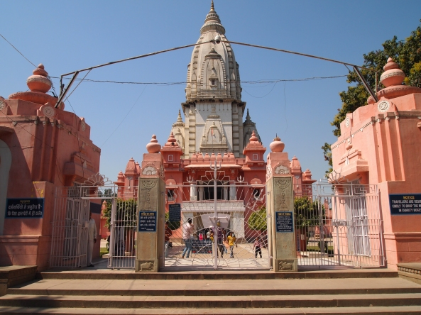 entrance to the new Vishwanath Temple