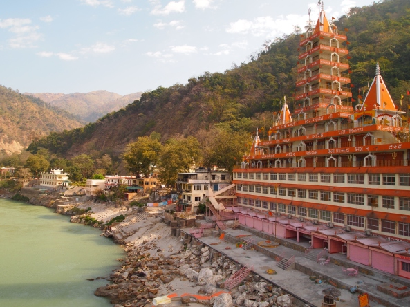the wedding cake temple along the Ganges in Rishikesh