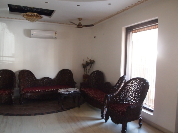 the lobby of the Nahargarh Haveli, where we spend hours reclining on the couches reading