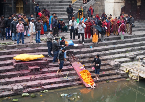 the family washes the deceased feet in the Bagmati River