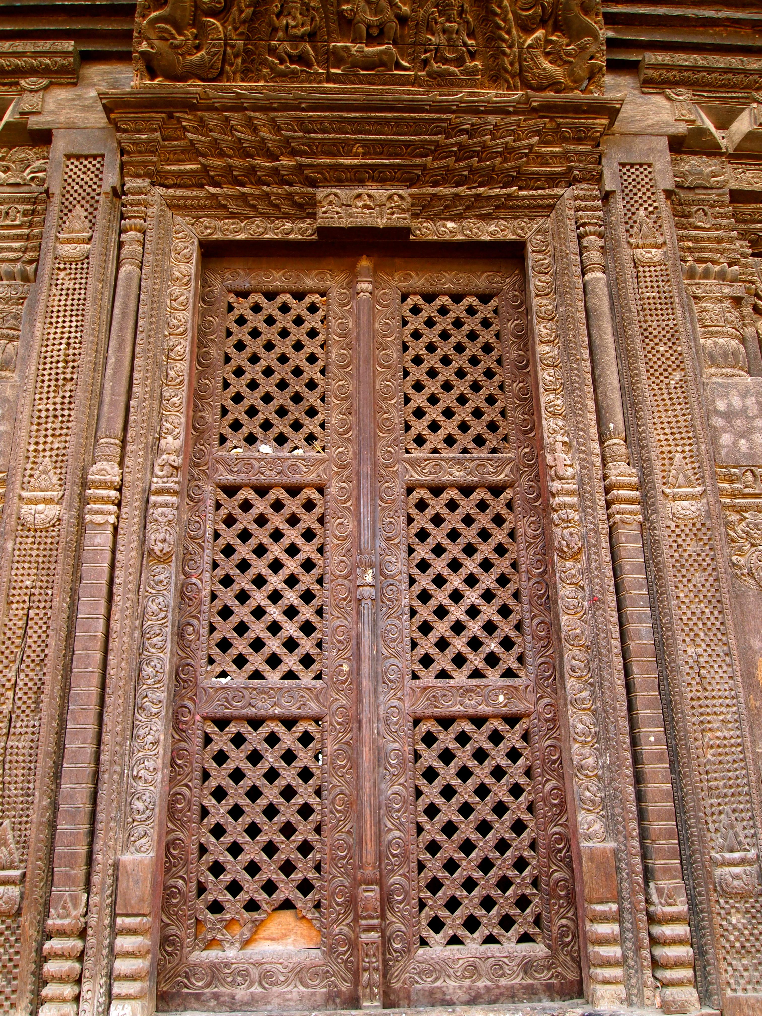 Door on Pashupati Mandir & Pashupati Mandir   catbird in south asia pezcame.com